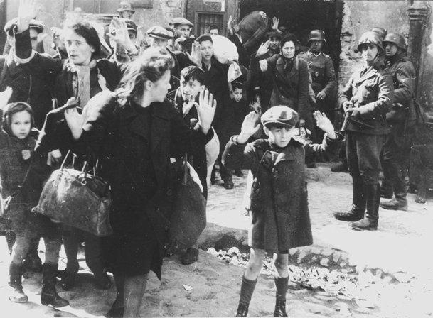 Картинки по запросу из Освенцима за 6 недель в Германии было распределено 222269 мужских костюмов